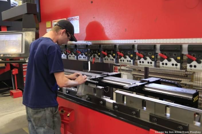 Una pressa piegatrice. Le macchine utensili costituiscono buona parte del lavoro del consulente che fa la perizia per l'iper-ammortamento in un'azienda meccanica